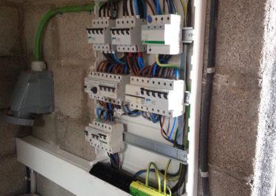 Instal·lació elèctrica i fontaneria completa