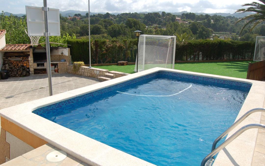 Construcció de piscina moderna