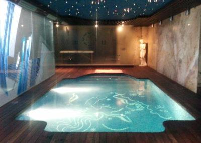Construcció de piscina coberta i instal·lació d'electrolisi