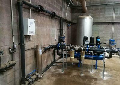 Bombeo filtración y desinfección por UV de agua para industria